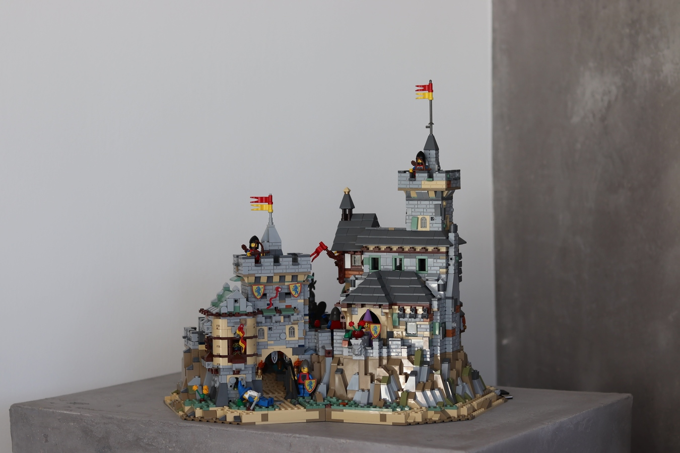 6098789-castle-moc-derboor-0002_1-thumbnail-full.jpg